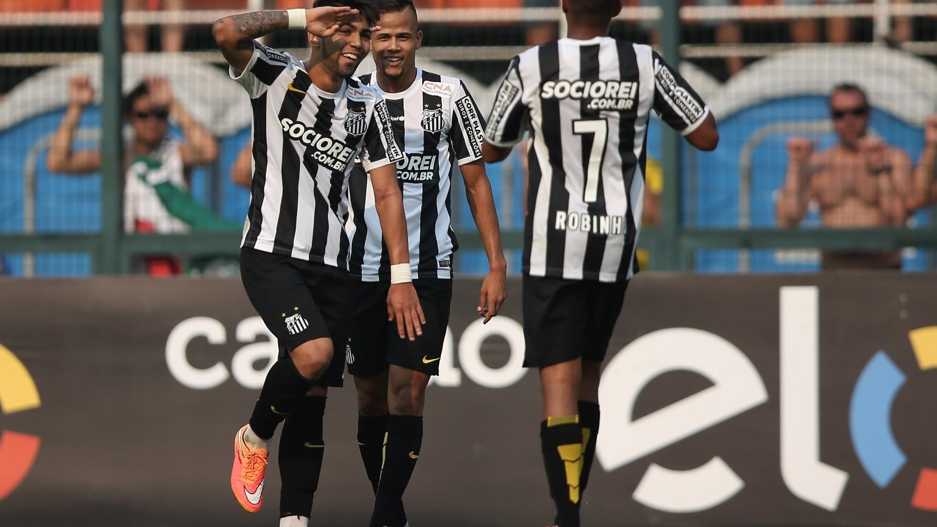 Gabriel, Robinho e Geuvânio comemoram gol do Santos sobre o Palmeiras
