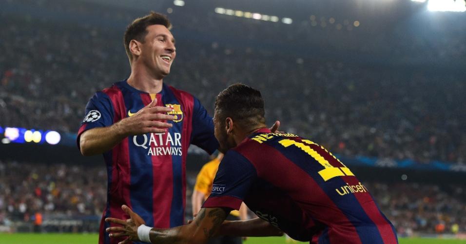 Neymar reverencia Messi durante jogo do Barcelona na Liga dos Campeões