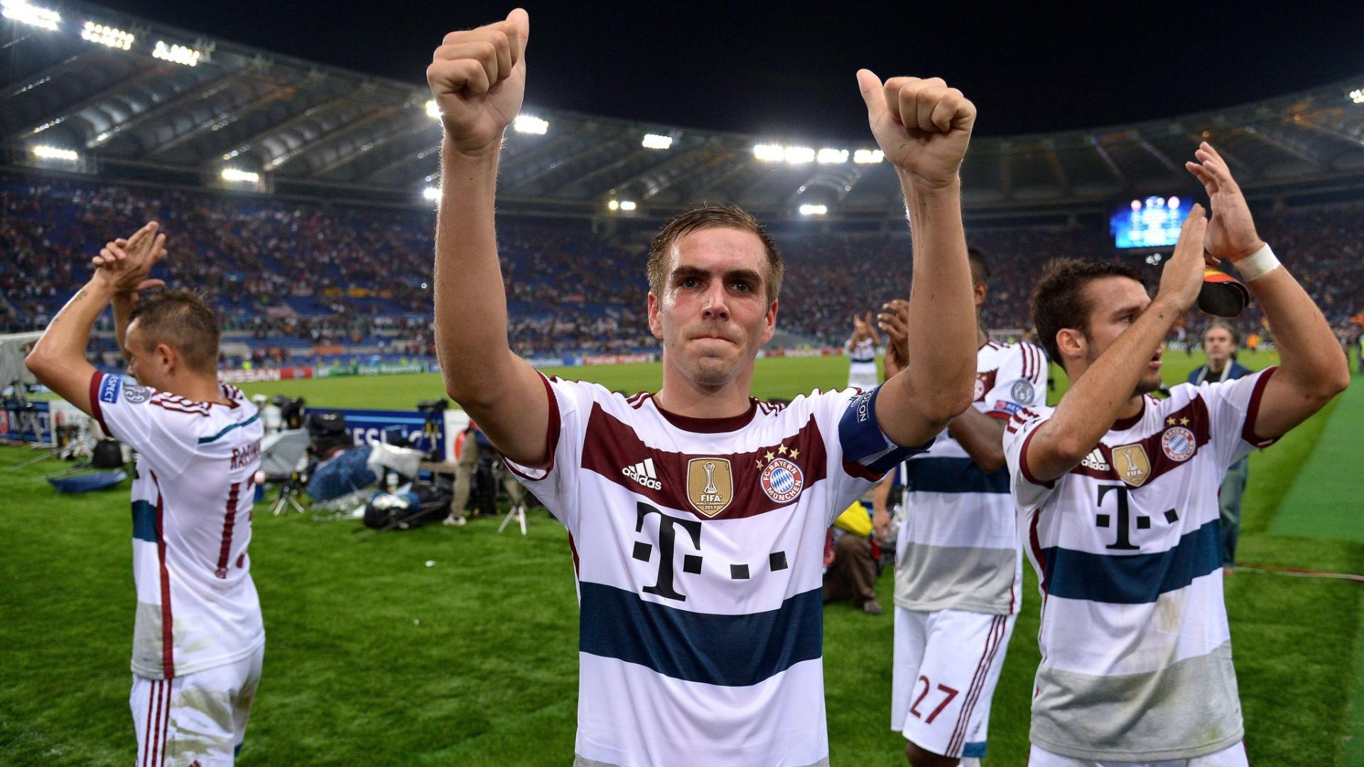 Phillip Lahm, lateral do Bayern de Munique, comemora a vitória por 7 a 1 contra a Roma, pela Liga dos Campeões