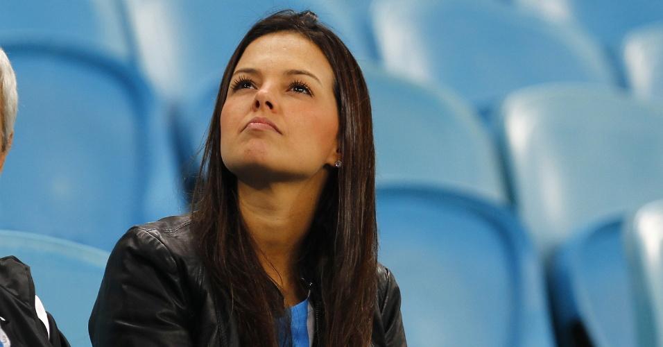 Bela torcedora do Grêmio acompanha jogo contra o Figueirense