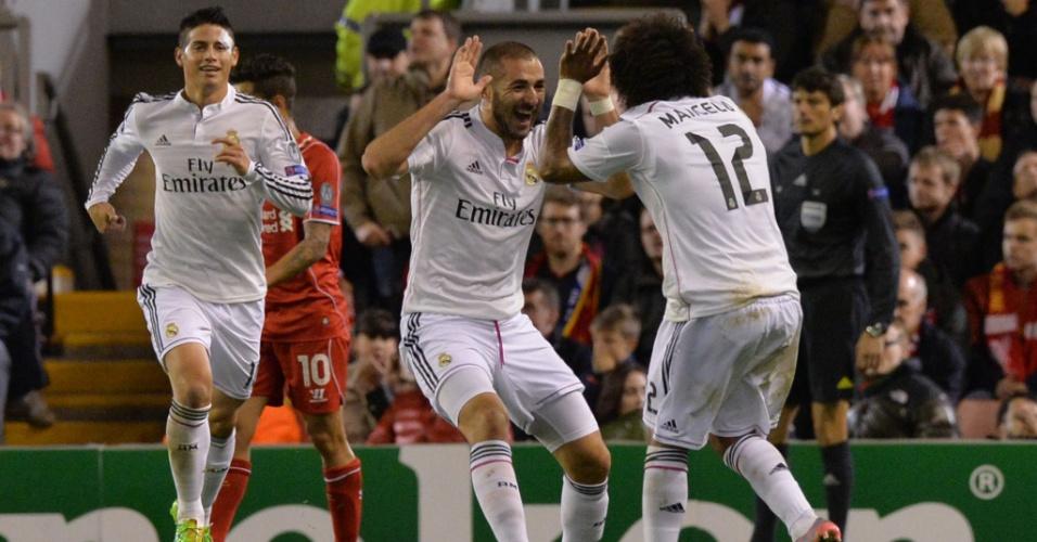 Benzema, atacante do Real Madrid, comemora gol marcado contra o Liverpool com Marcelo, em jogo válido pela Liga dos Campeões