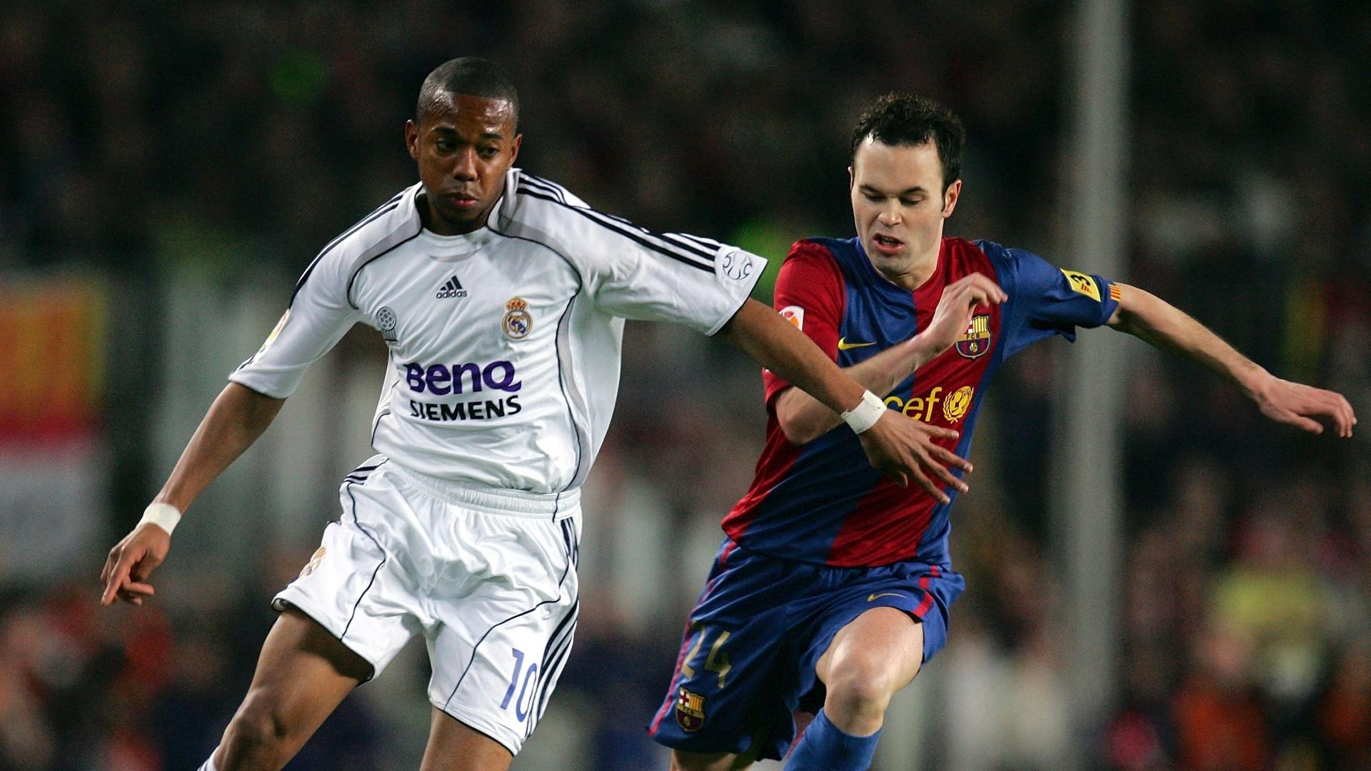 Robinho (esquerda) e Iniesta (direita) em ação por Real Madrid e Barcelona