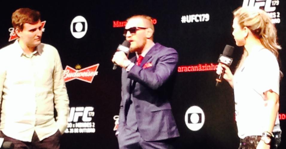 24.out.2014 - Conor McGregor é vaiado pelo público ao dizer que arrancará a cabeça de José Aldo