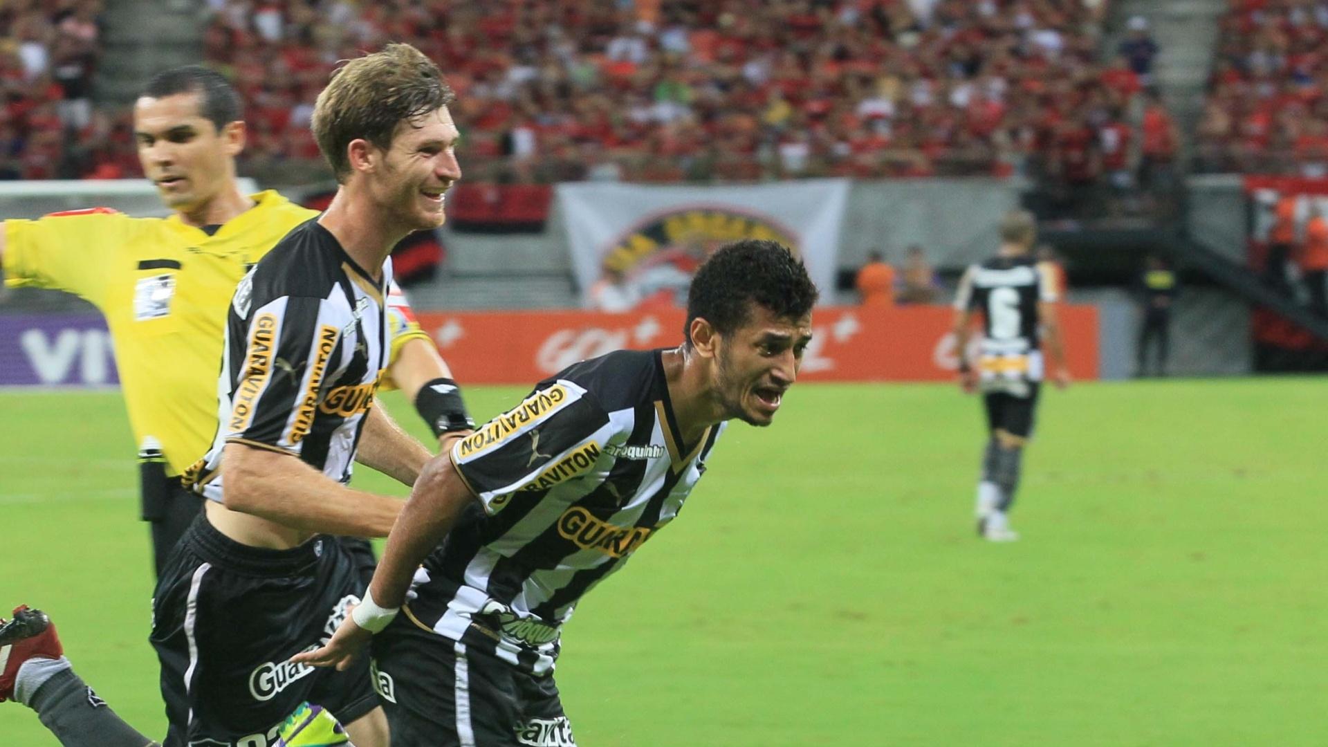 Rogério comemora gol pelo Botafogo contra o Flamengo