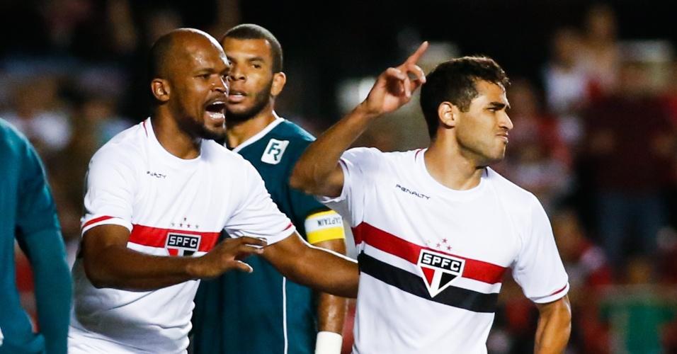 Alan Kardec comemora após marcar o terceiro gol do São Paulo no Morumbi (27.out.2014)