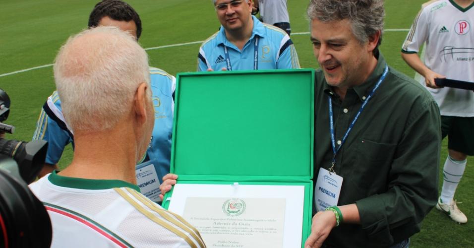 Paulo Nobre dá placa em homenagem para Ademir da Guia no evento na Arena