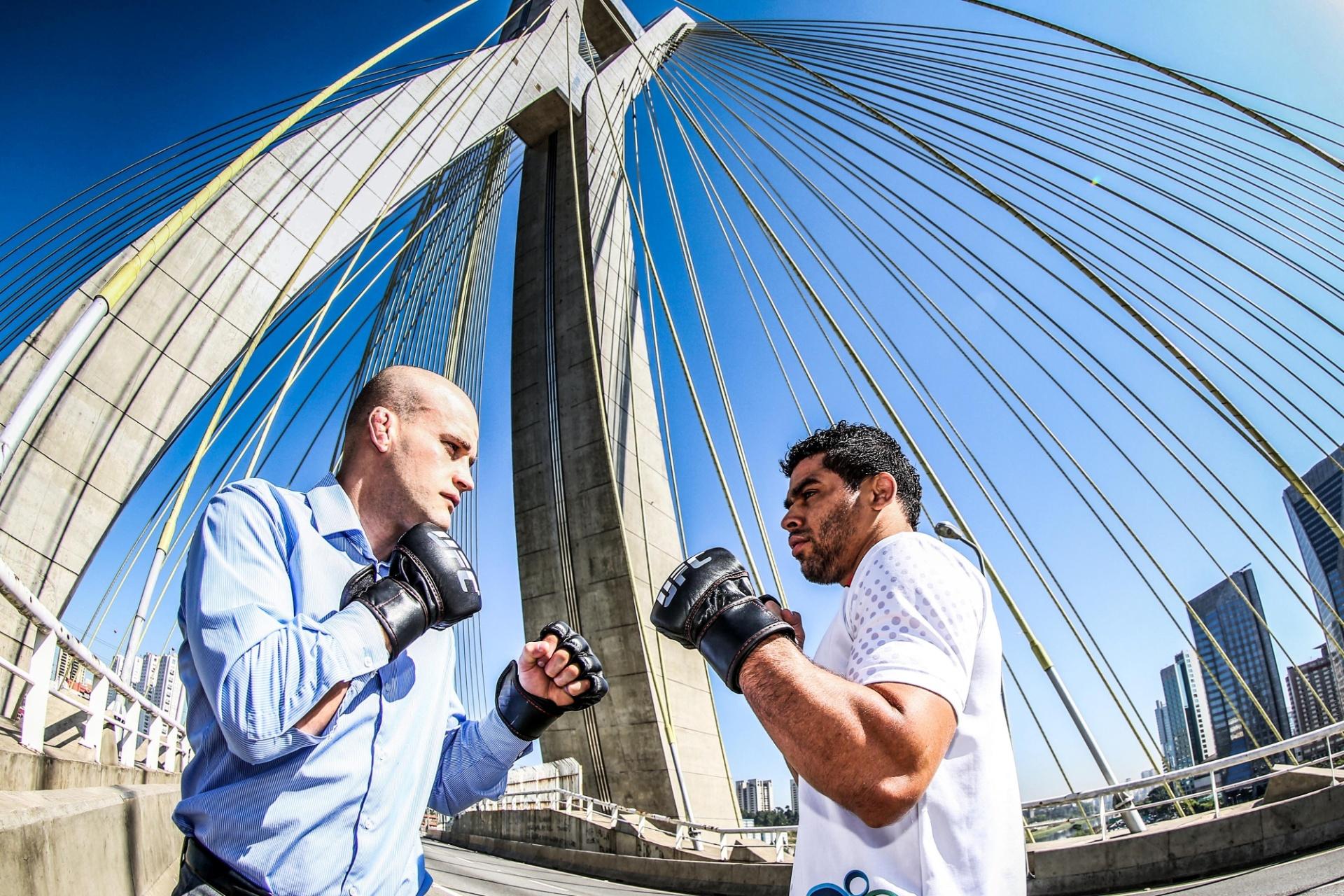 29. out. 2014 - Renan Barão encara Mitch Gagnon na Ponte Estaiada em evento para a divulgação do UFC Barueri 2, em São Paulo