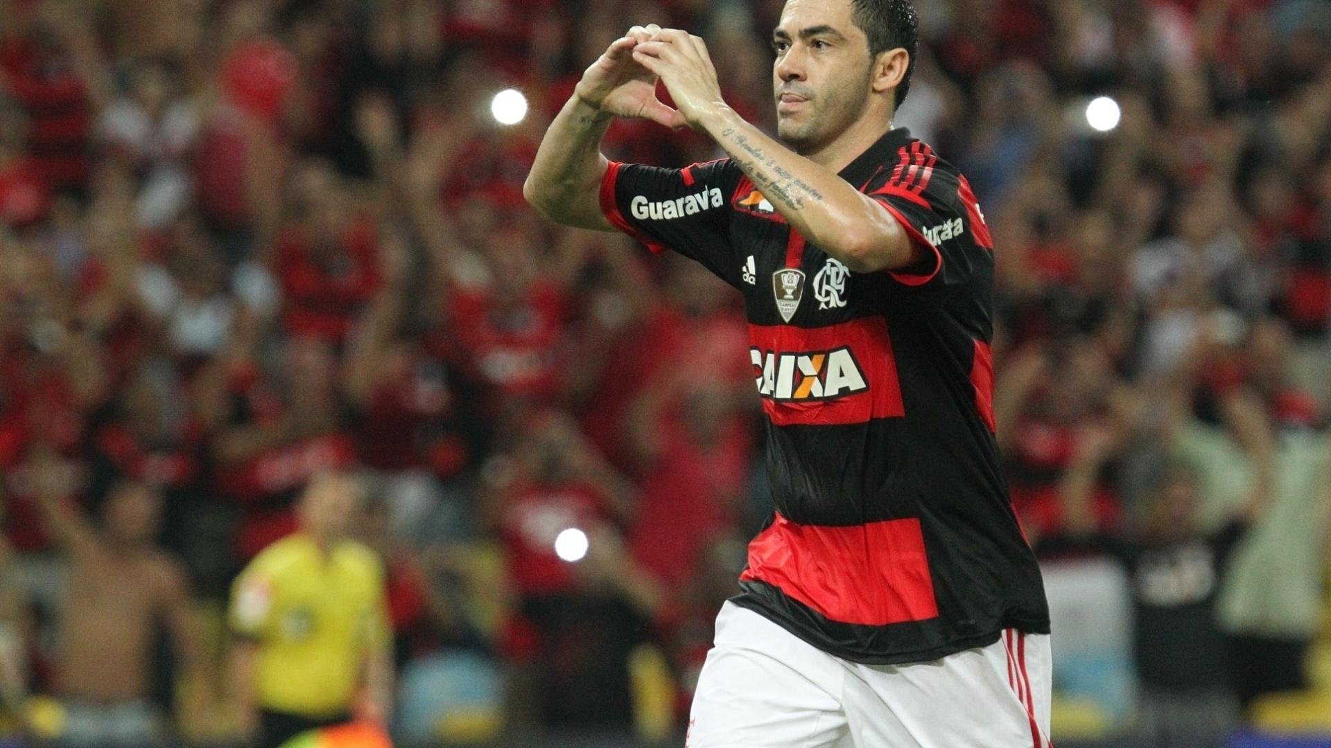 Chicão comemora gol de pênalti do Flamengo contra o Atlético-MG pela Copa do Brasil