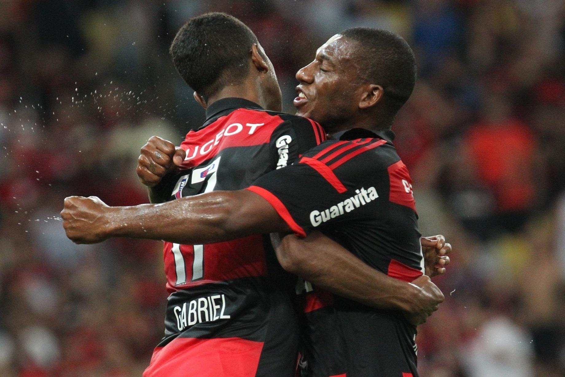 Gabriel comemora pênalti sofrido para o Flamengo em jogo contra o Atlético-MG