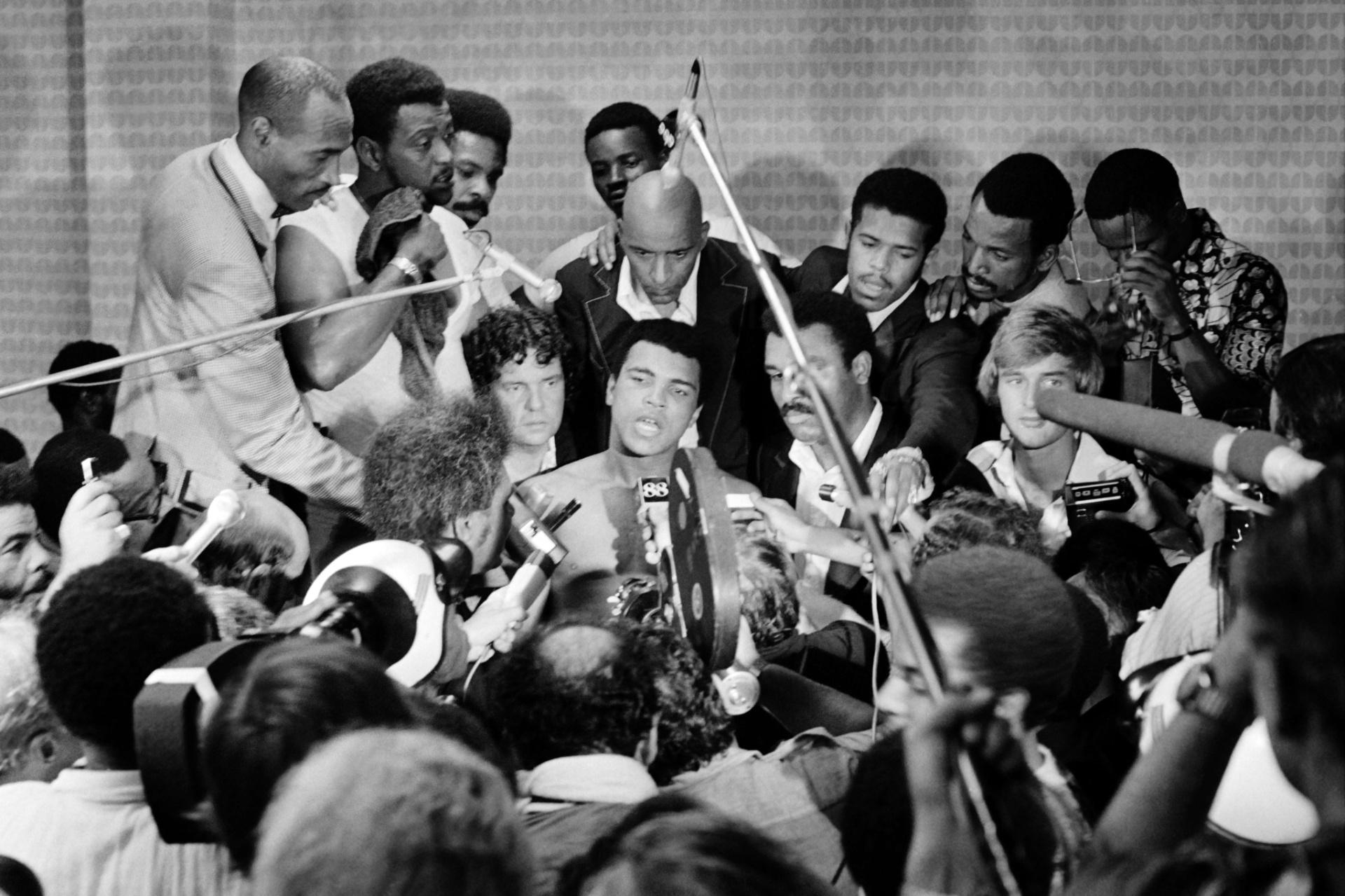 Muhammad Ali também se destacou por suas falas, inteligentes, ácidas, bem-humoradas, e que ganharam força com a vitória sobre o favorito Foreman
