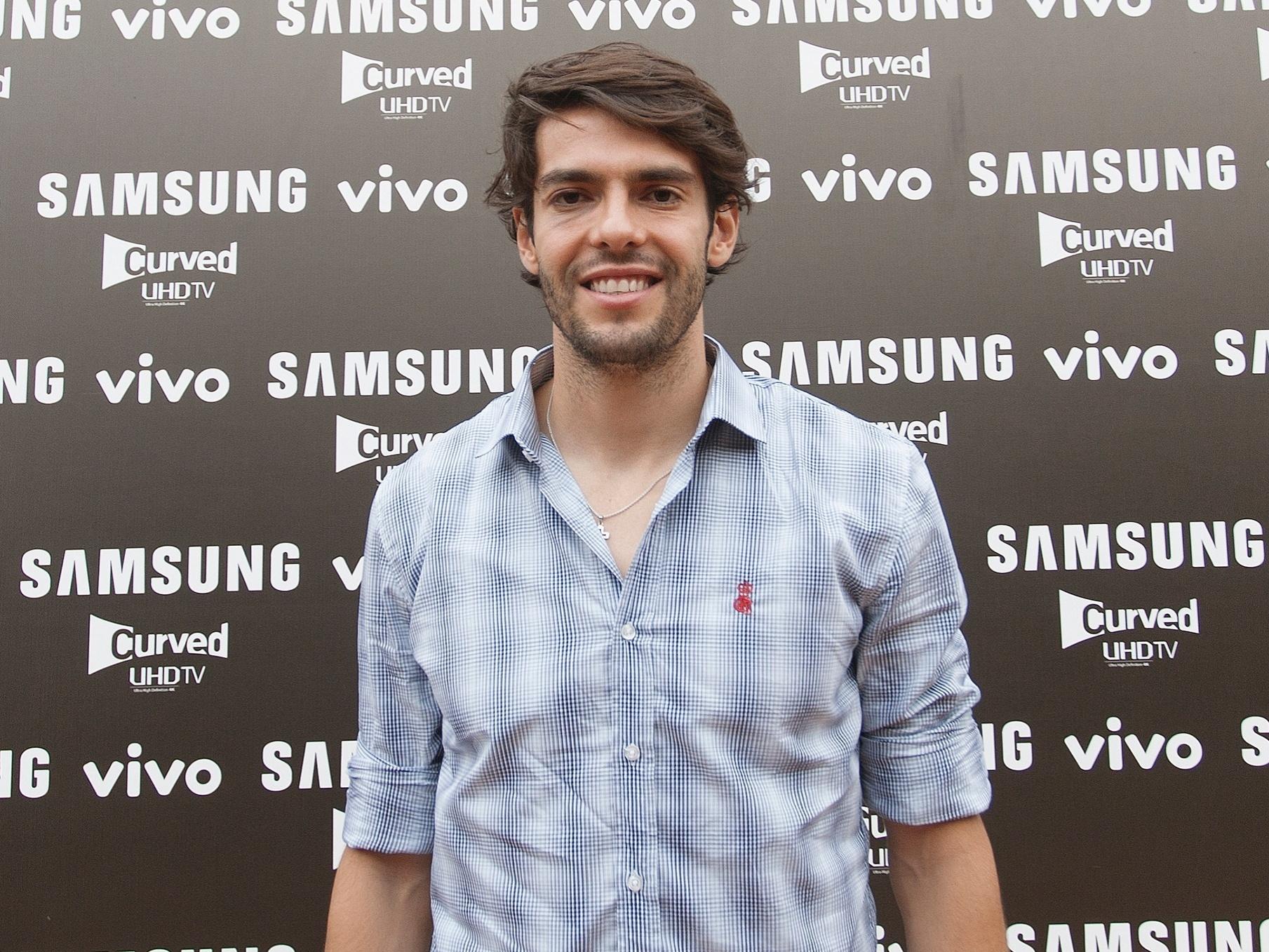 Kaká, meia do São Paulo, aparece em evento de patrocinador com o olho direito roxo