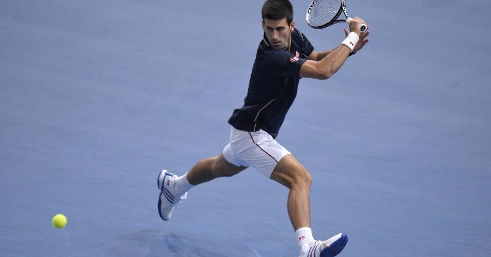 Devolução de Novak Djokovic na final do Masters 1000 de Paris de 2014 contra Milos Raonic