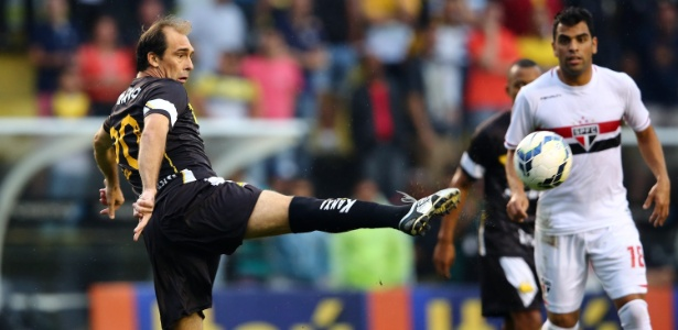 O que Paulo Baier, ex-apoiador do Atlético-MG, fez para merecer idolatria do Cruzeiro, clube que nunca defendeu?