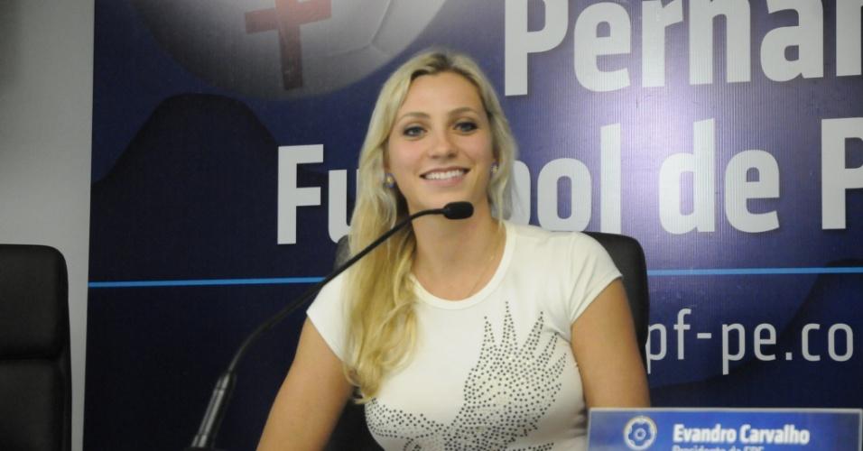Fernanda Colombo é apresentada na Federação Pernambucana de Futebol