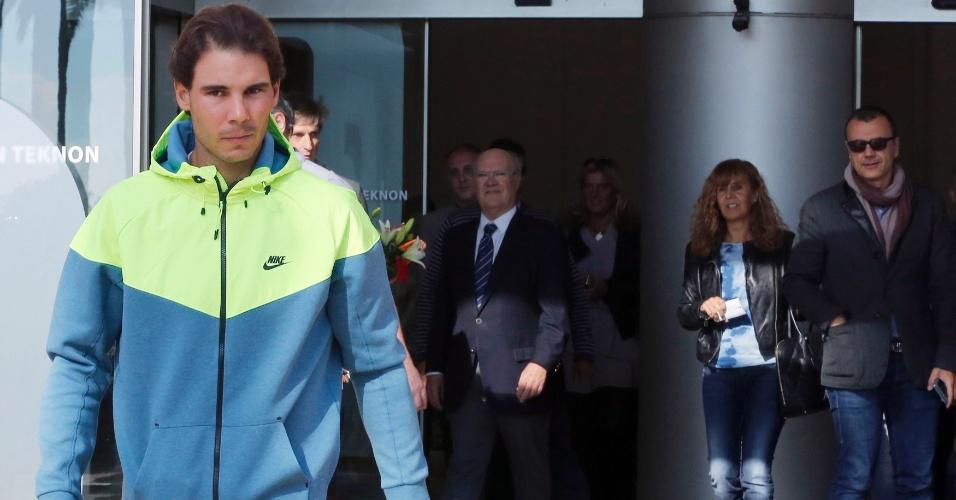 04.nov.2014 - Rafael Nadal deixa hospital em Barcelona após se submeter a uma cirurgia para tratamento de apendicite
