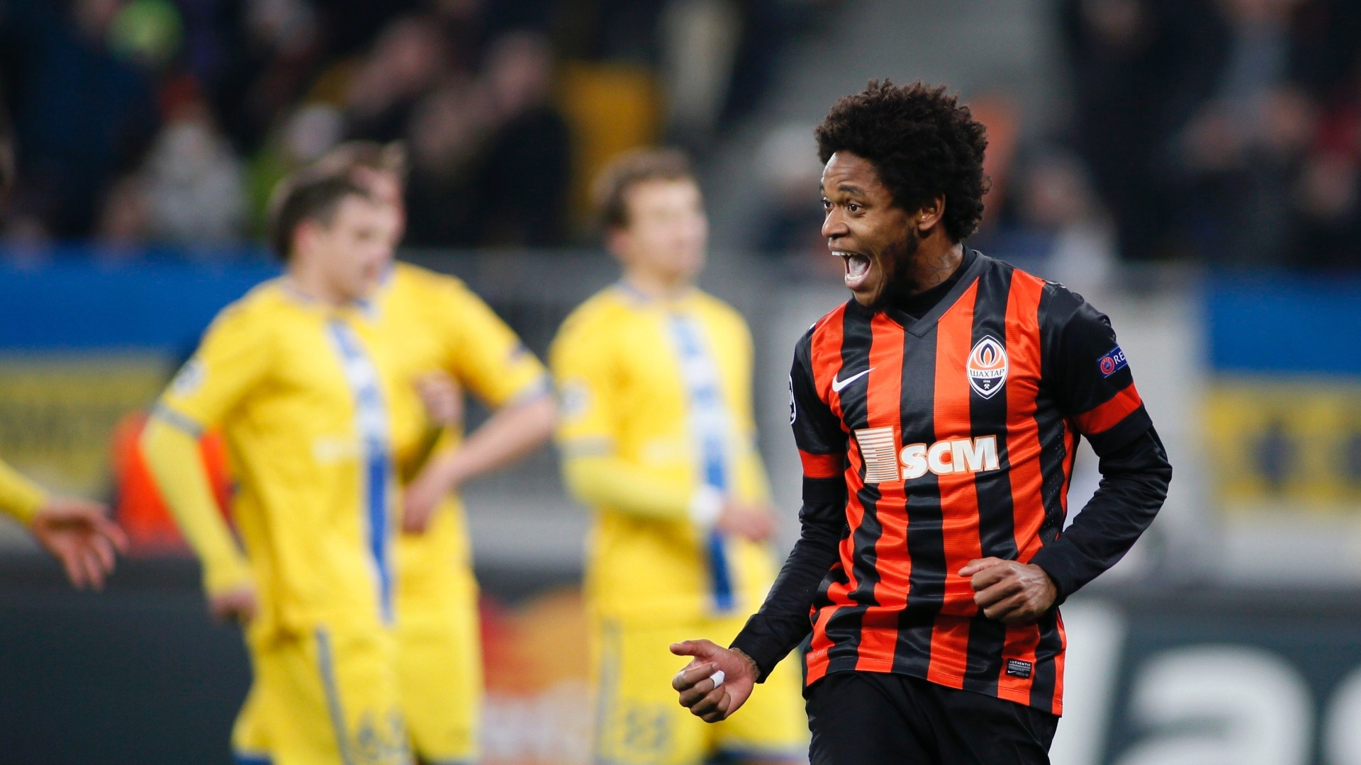 Luiz Adriano comemora gol pela Liga dos Campeões