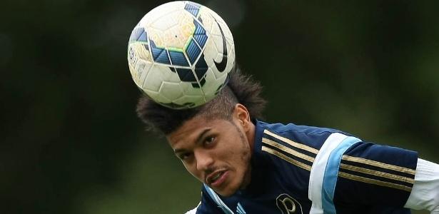 Leandro reduz salário para jogar no Santos e chega por empréstimo gratuito
