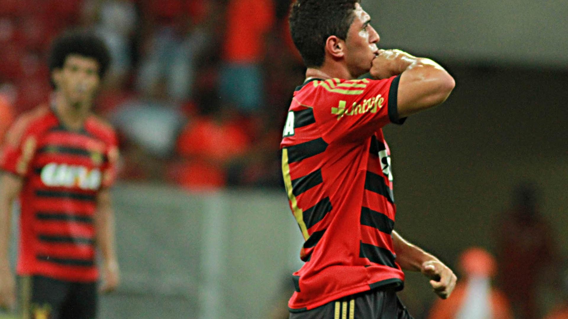 Danilo comemora um dos gols do empate no finalzinho do Sport contra o Flamengo
