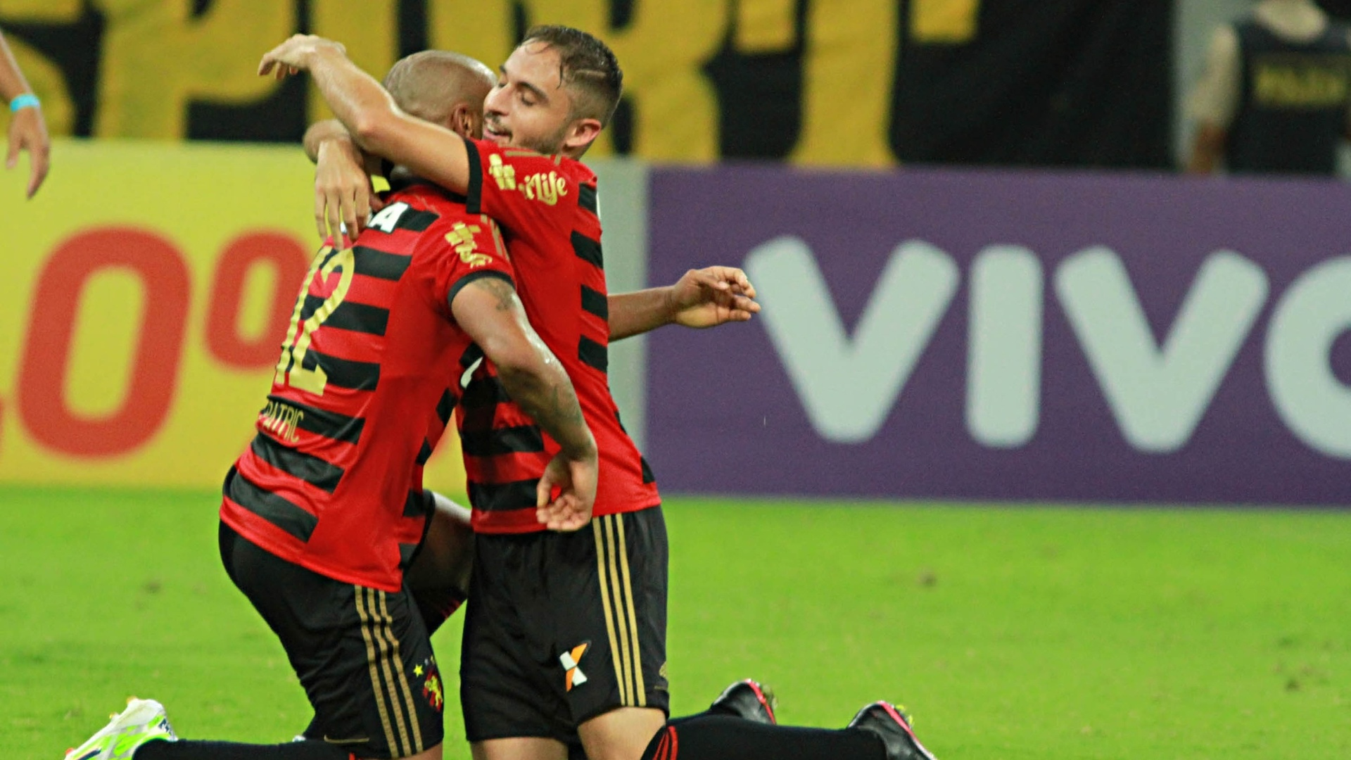 Patric e Regis se emocionam com o empate que o Sport conquistou no final do jogo contra o Flamengo