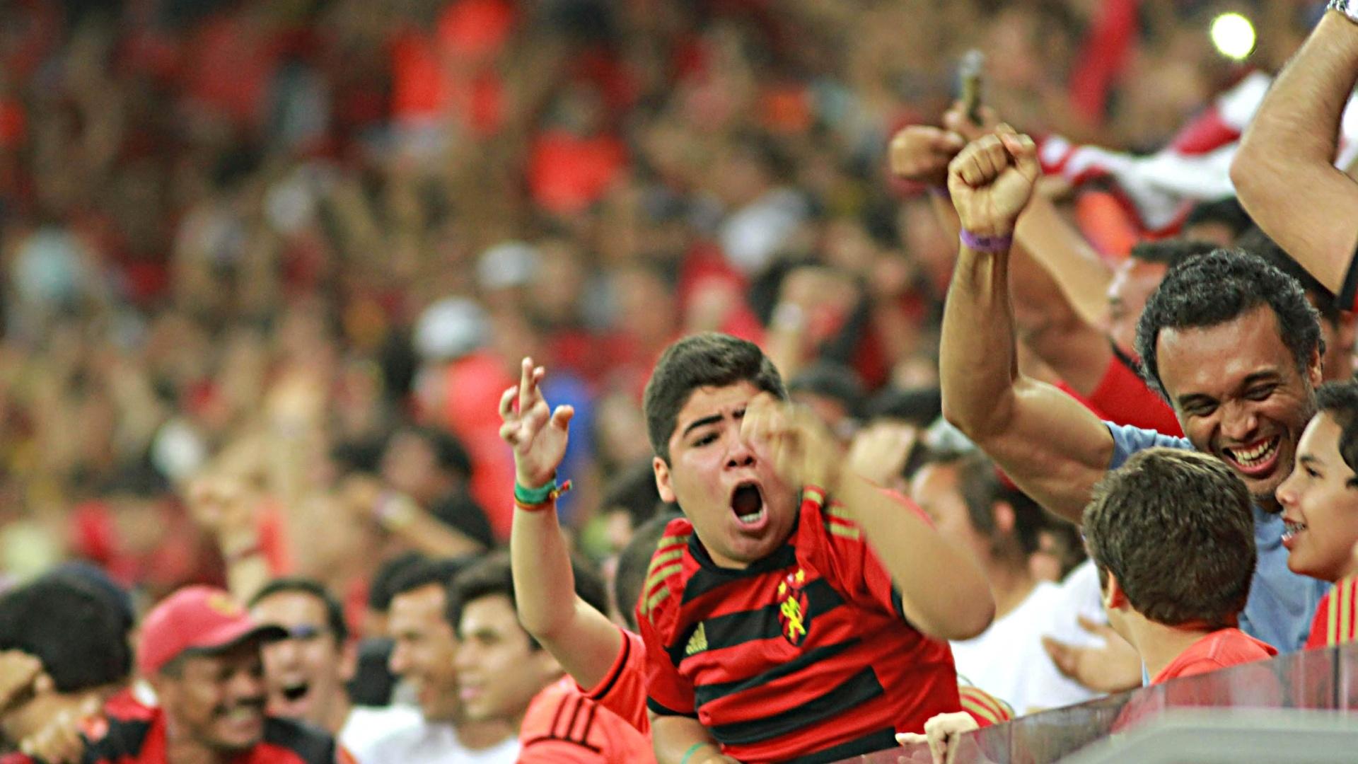 Torcedores do Sport comemoram o empate nos acréscimos do time contra o Flamengo