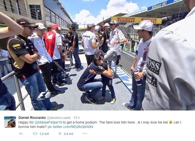 10. nov. 2014 - Daniel Ricciardo abraça filho de Felipe Massa em Interlagos