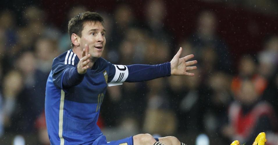 Messi reclama de marcação do juiz durante amistoso da Argentina contra a Croácia