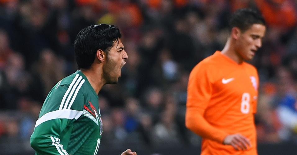 Vela comemora o gol do México contra a Holanda
