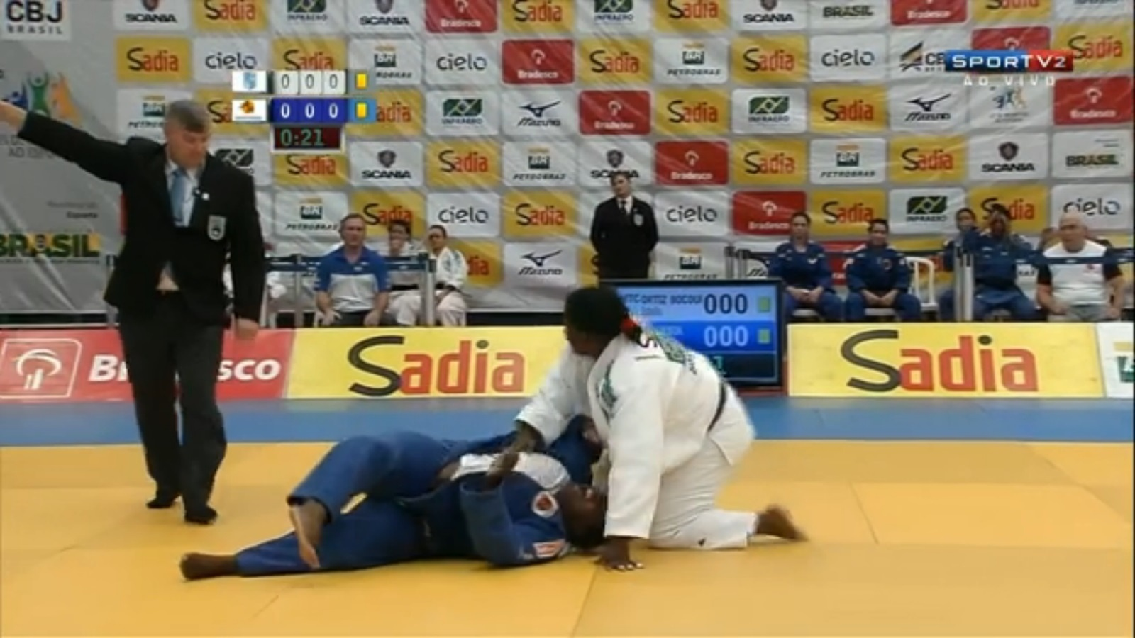 Brasileira quebra a perna em luta de judô