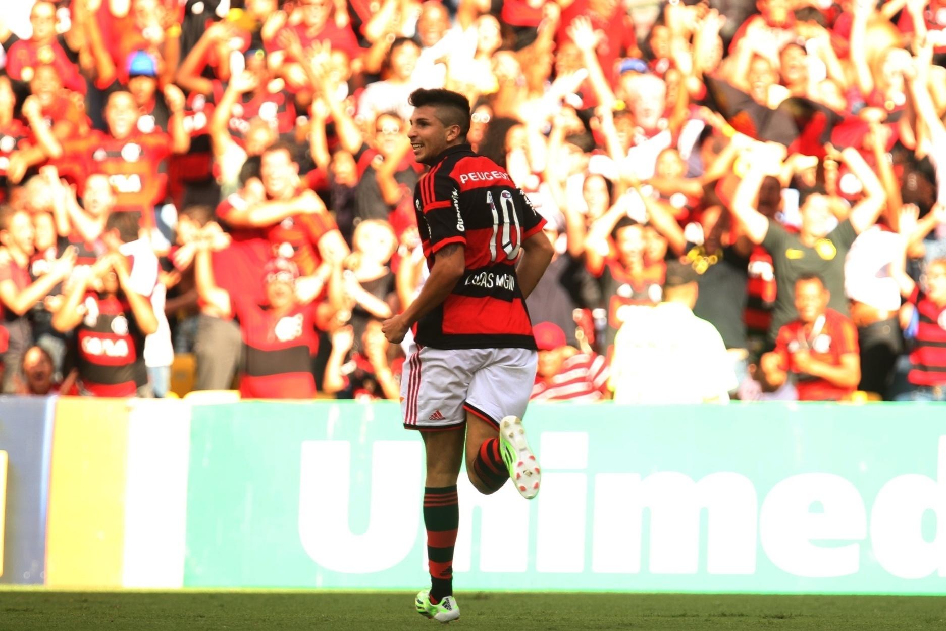 Lucas Mugni comemora gol do Flamengo contra o Coritiba
