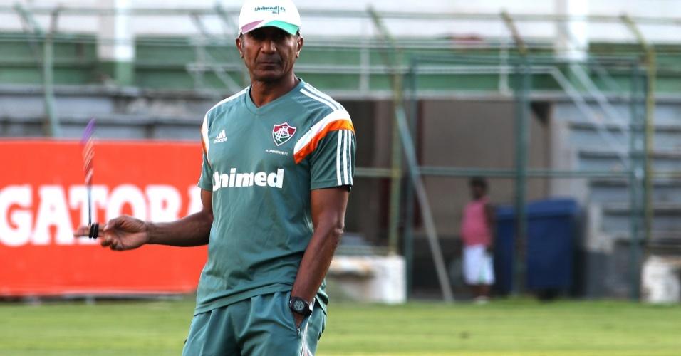 17.nov.2014 - O técnico Cristóvão Borges comanda treino do Fluminense nas Laranjeiras