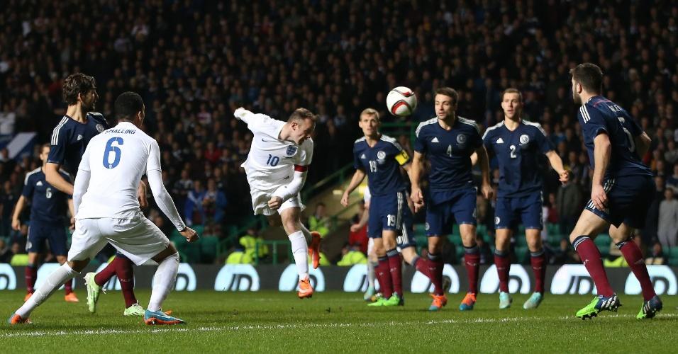 Wayne Rooney marca segundo gol da Inglaterra contra a Escócia