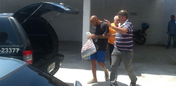 Preso no Litoral paulista, Edinho é levado para fazer exame de corpo de delito