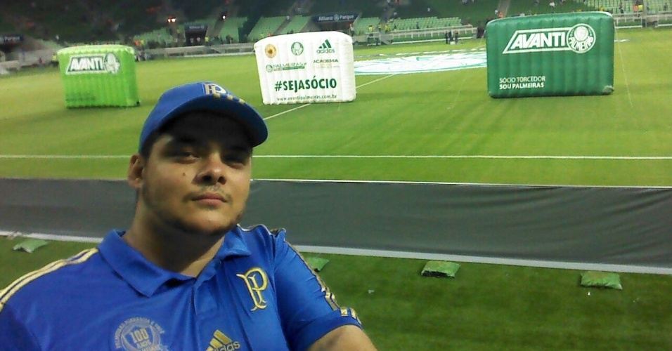 Americo Costa, torcedor do Palmeiras, faz selfie na inauguração da Arena Palestra