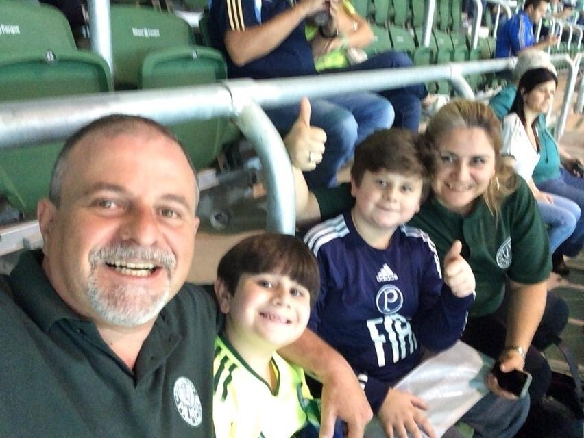 Atonio Saccheto, torcedor do Palmeiras, levou sua família para conhecer a Arena Palestra