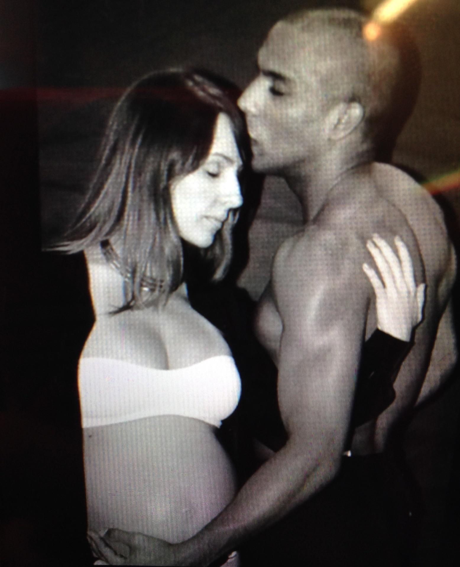 Lutador brasileiro Edson Barboza posa com a sua mulher, Bruna, grávida do primeiro filho do casal