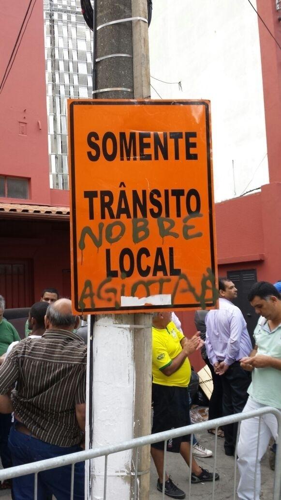 Placar nos arredores da Arena Palestra tem ofensa a Paulo Nobre, presidente do clube