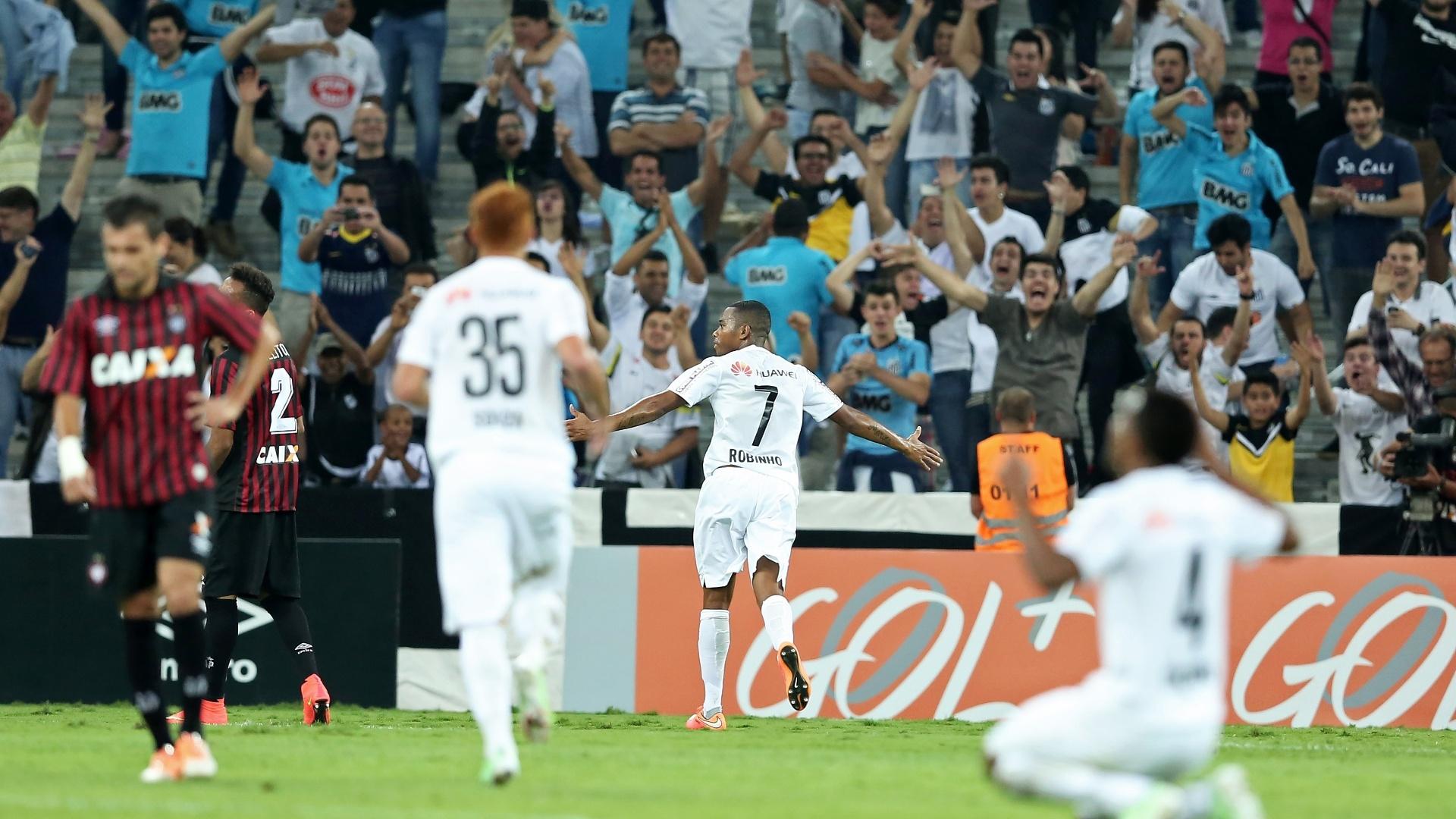 Robinho comemora o gol que abriu o placar para o Santos sobre o Atlético-PR