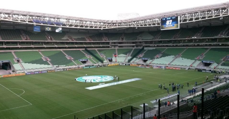 Símbolo do Palmeiras é colocado no centro da Arena Palestra