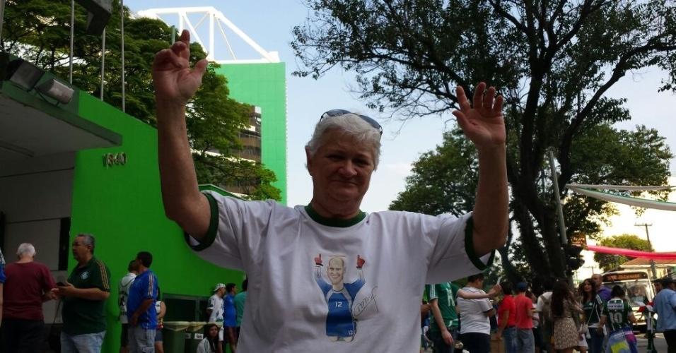 Torcedora do Palmeiras chega para inauguração da Arena Palestra