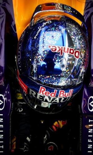 21.nov.2014 - De saída da Red Bull, Sebastian Vettel exibe a palavra 'Danke' ('Obrigado', em alemão) em seu capacete nos treinos livres para o GP dos Emirados Árabes