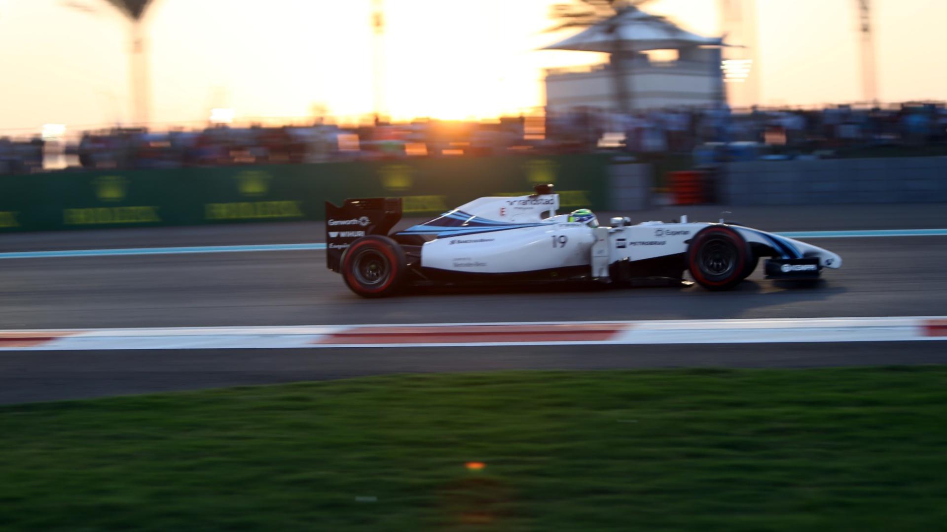 Felipe Massa passou Bottas na largada e se manteve próximo das Mercedes, em terceiro lugar