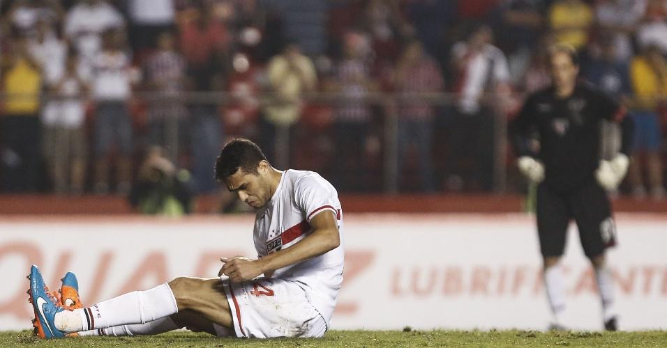 Alan Kardec lamenta após escorregar durante cobrança de pênalti que eliminou o São Paulo na Sul-Americana