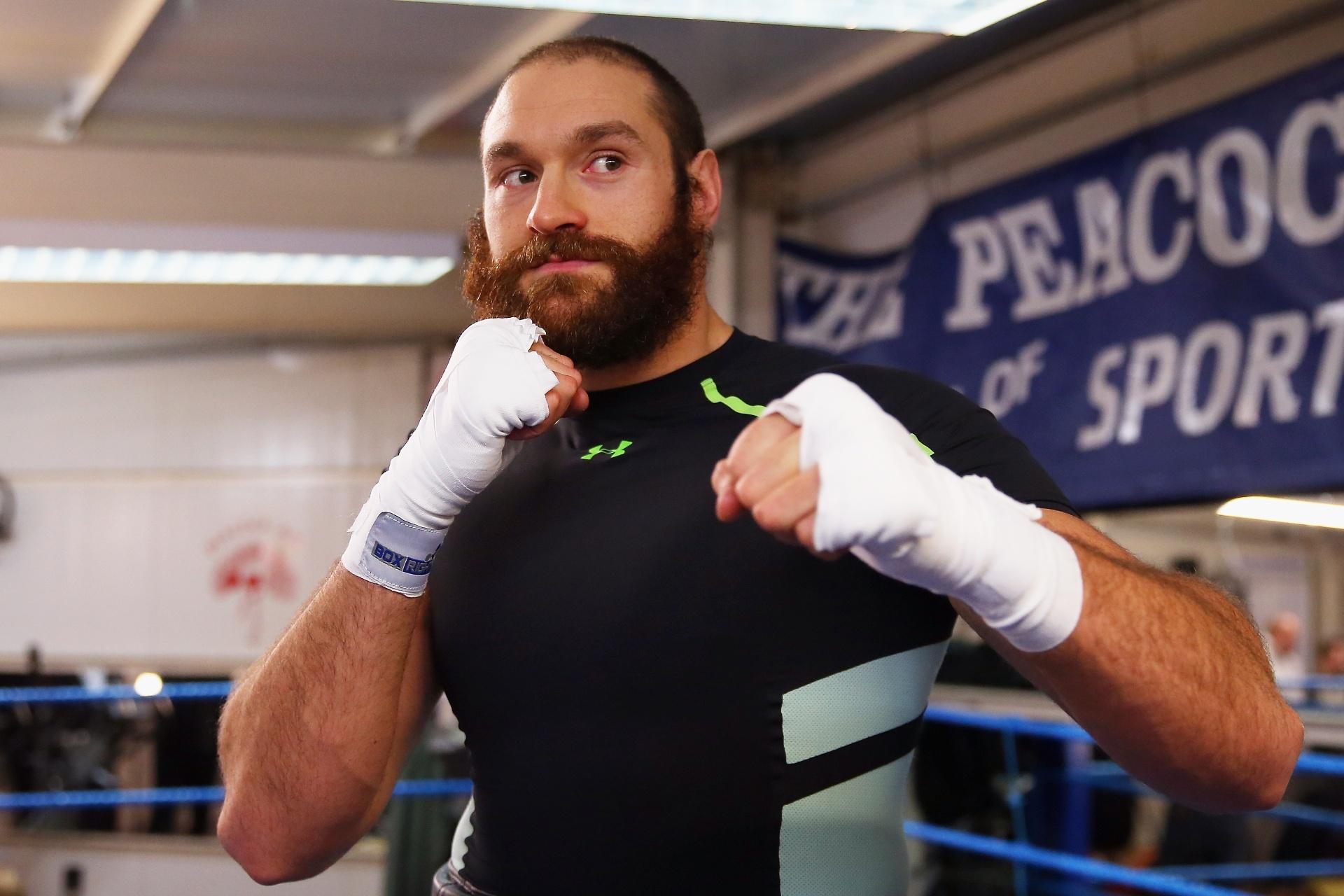 Lutador Tyson Fury treina para combate de boxe