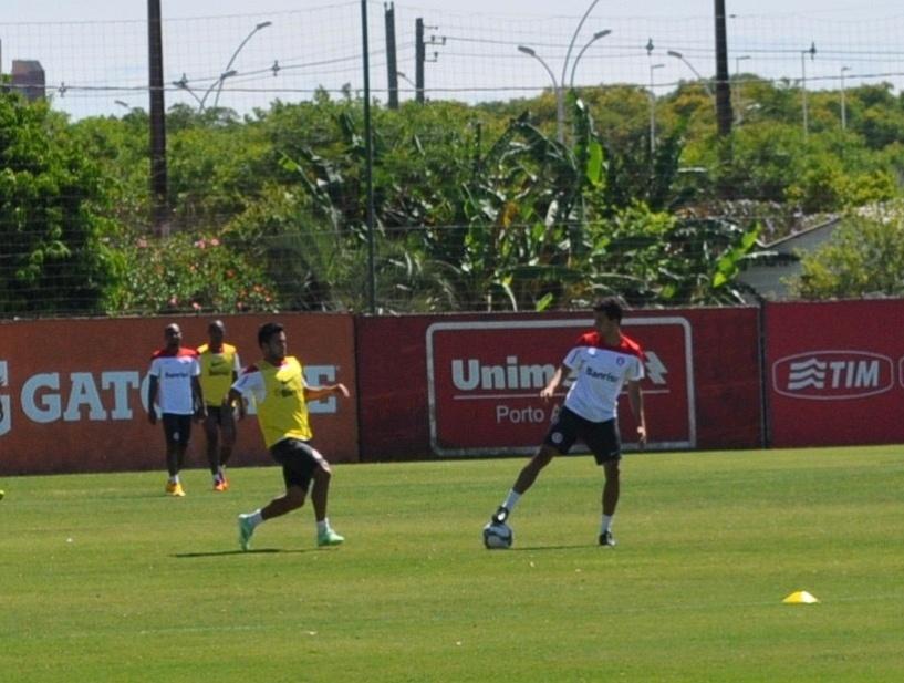 28 11 2014 - Nilmar participa de treinamento do Inter e pode voltar
