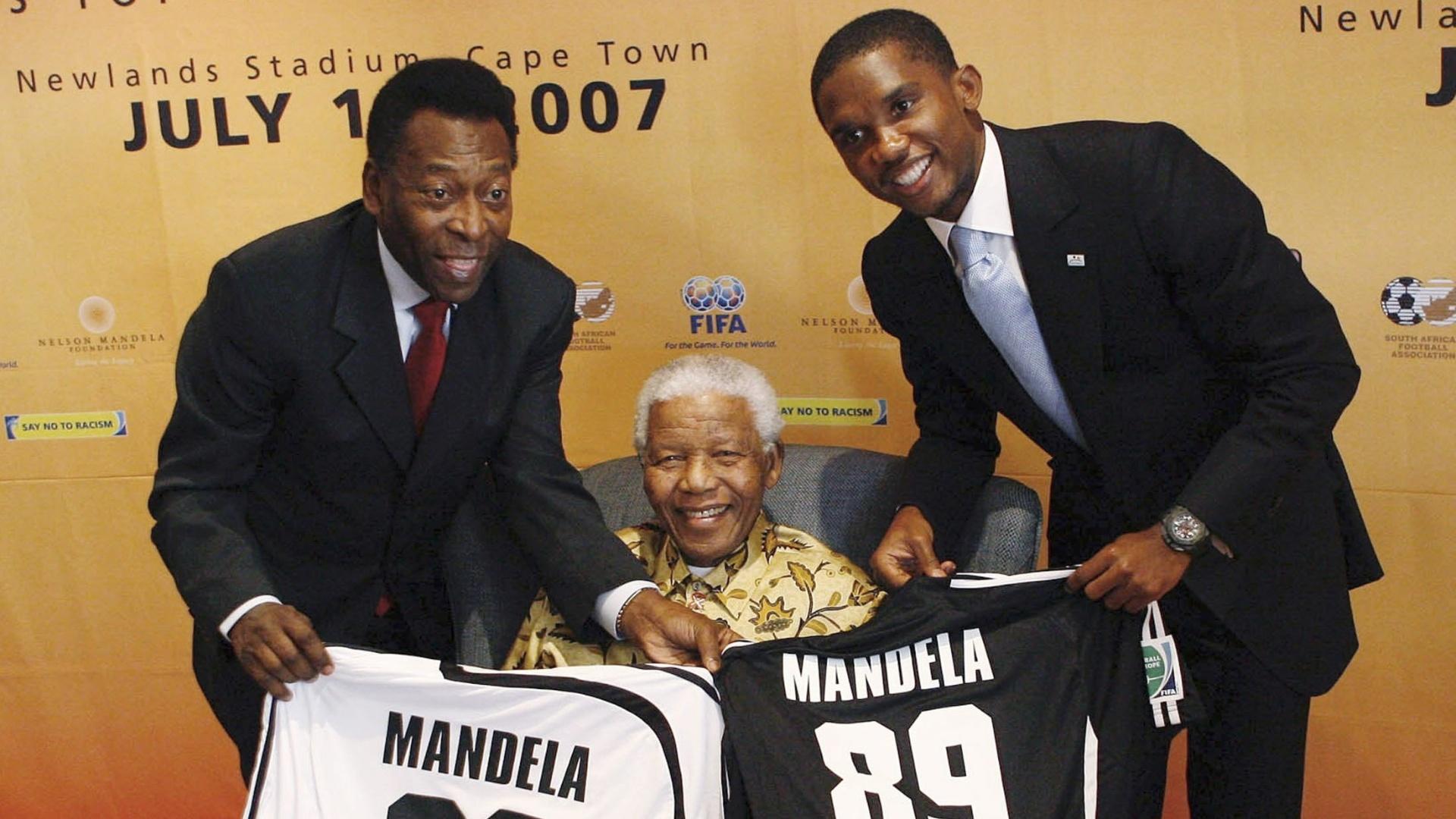 Pelé, Mandela e Eto'o durante as comemorações de 89 anos do líder sul-africano