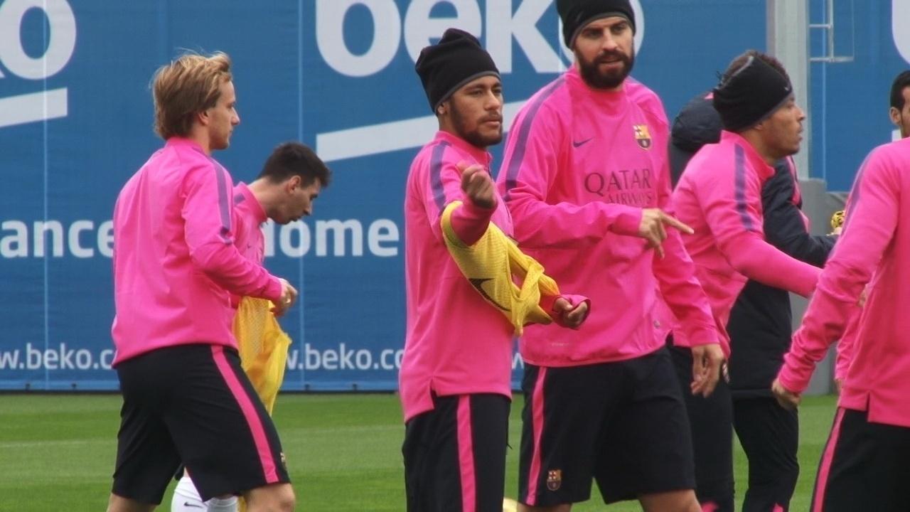 Neymar entrou na moda do treino de touca no Barça para se proteger do frio