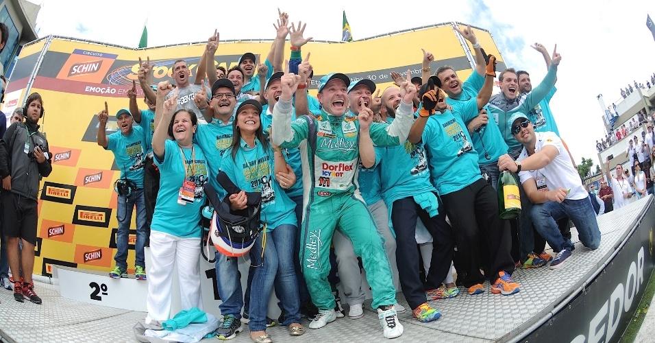30.11.2014 - Equipe Full Time comemora com Rubinho o título da temporada 2014 da Stock Car