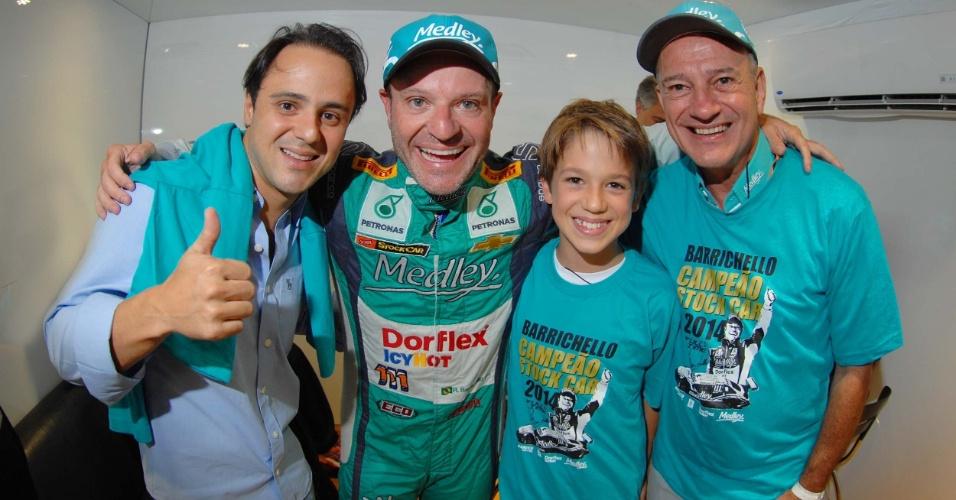 30.11.2014 - Felipe Massa comemora com Barrichello o título do ex-piloto da F1 na Stock Car, ao lado do filho de Rubinho e de Wilson Borges (equipe Full Time/Medley)