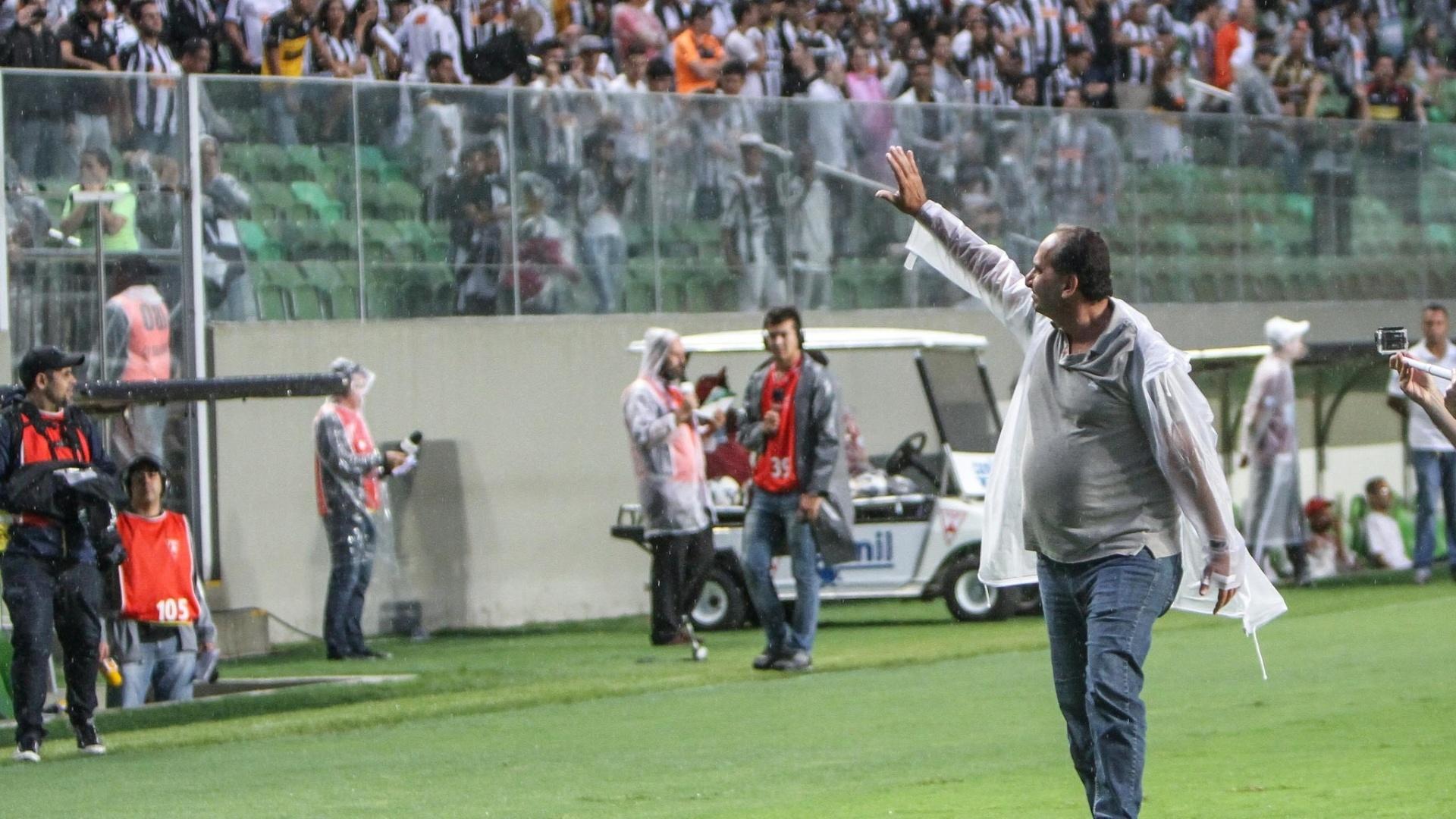 Em seu último jogo como presidente do Atlético-MG, Alexandre Kalil se despede de torcedores no Independência