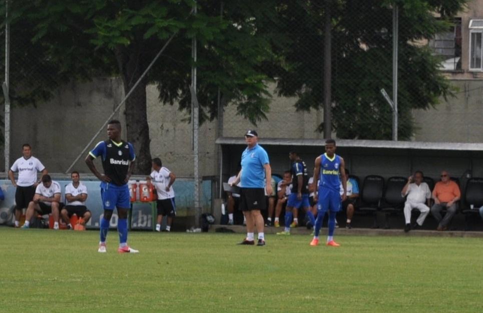 02 dez 2014 - Luiz Felipe Scolari se irrita em treinamento do Grêmio